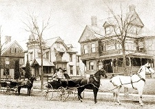 Früher Hauptverkehrsmittel: Pferde vor einem Wagen